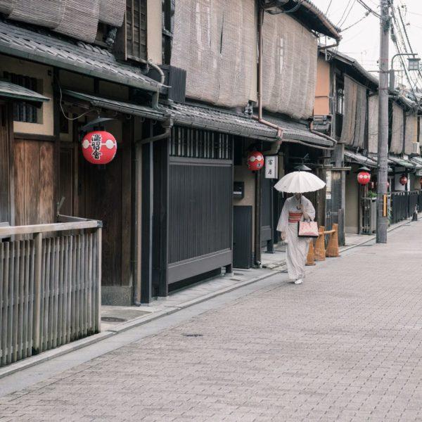 architecture-cobblestone-street-daylight-1413833