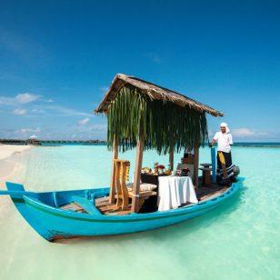 halaveli-maldives-2016-breakfast-dhoni-01