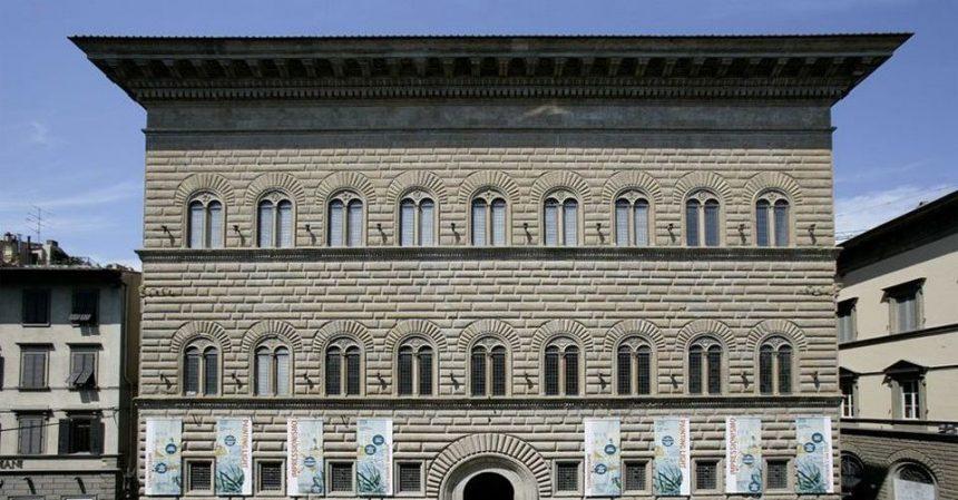 Gommoni su Palazzo Strozzi: una surreale mostra dedicata ai profughi