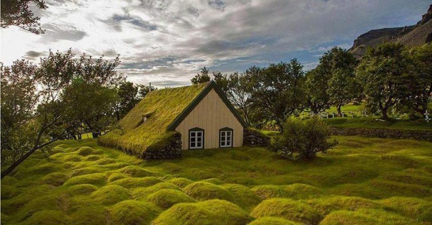 La chiesa con il tetto d'erba: in Islanda l'architettura era sostenibile già nel 1800