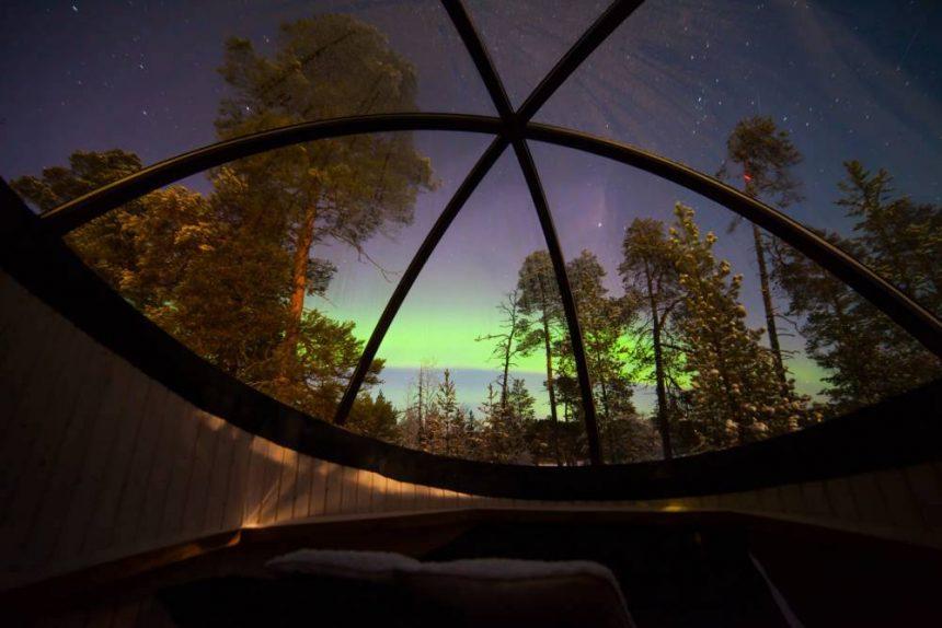 L'Aurora boreale vista da una bolla. In Islanda la Natura vince