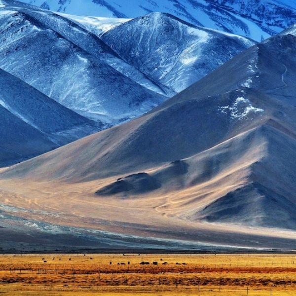 pamir_tajikistan_mountain_lake_103472_3840x2160