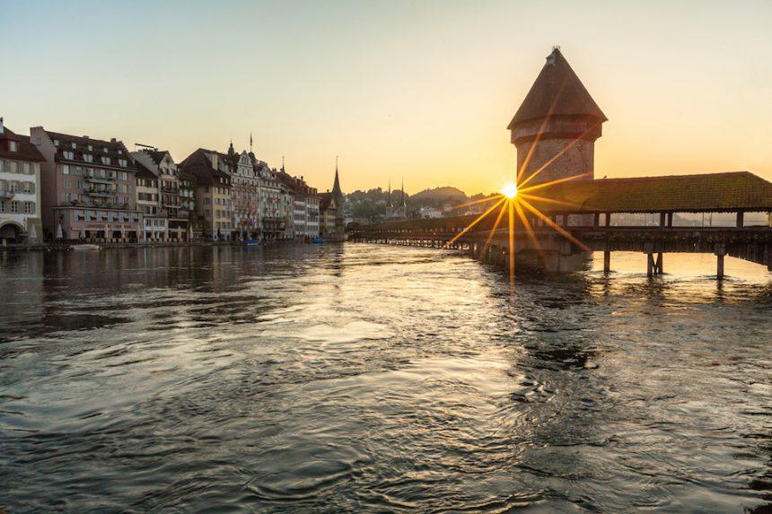 Navigare sul lago di Lucerna, pagaiando in libertà o sul battello
