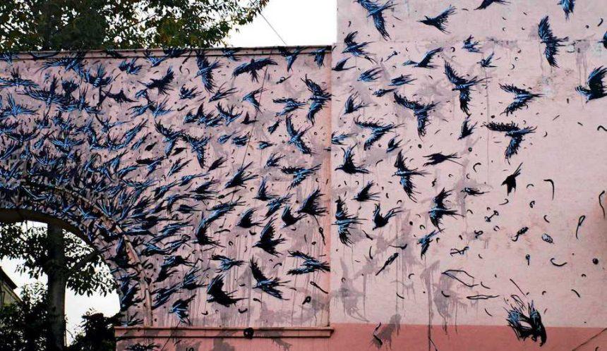 I muri di New Delhi si colorano di nuova speranza