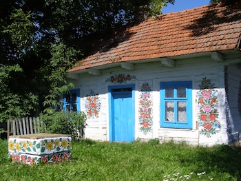 Zalipie, il villaggio in Polonia che ha fatto dei fiori una necessità
