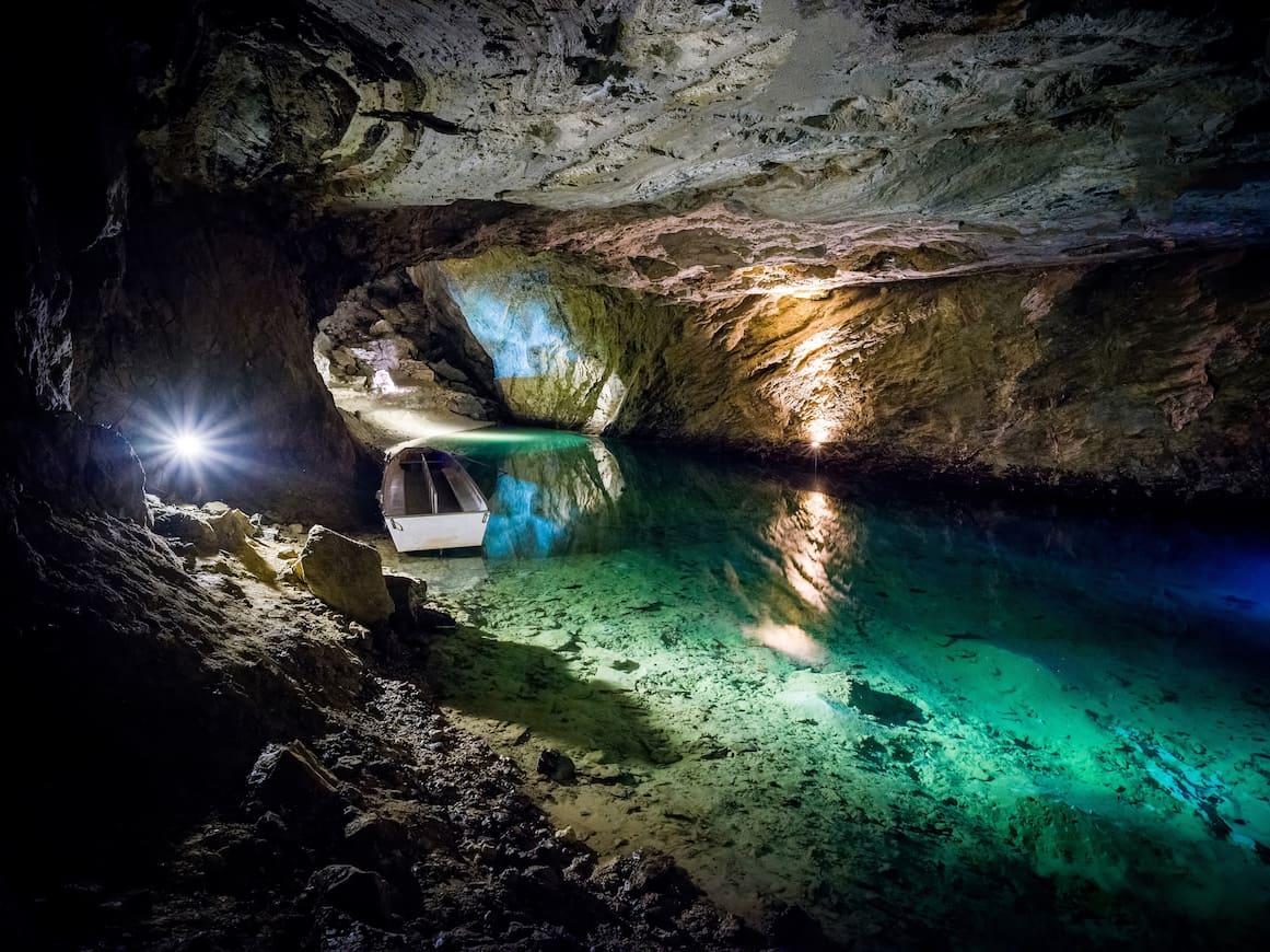 Canton Vallese Lago sotterraneo Svizzera