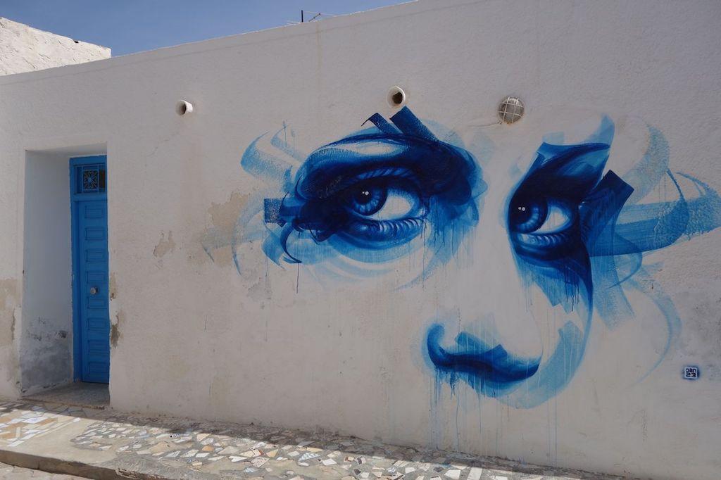 Art_de_rue_Djerba_quartier_Er_Ryadh_regard_bleu
