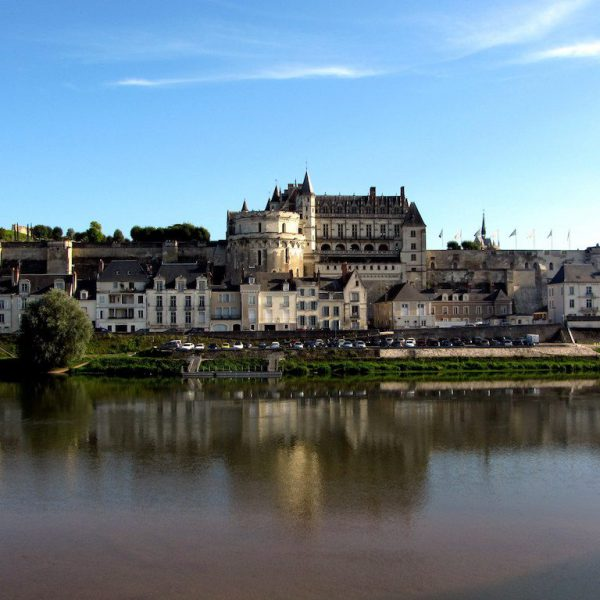CHATEAU_D'AMBOISE_(from_outside)
