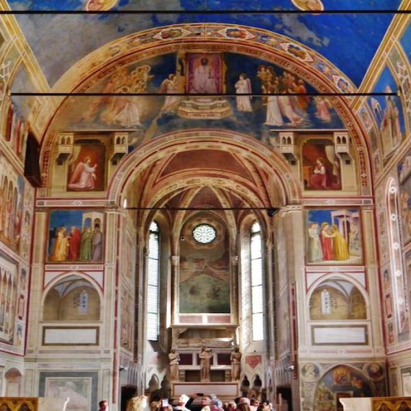 Padova_Cappella_degli_Scrovegni_Innen_Langhaus_Ost_2