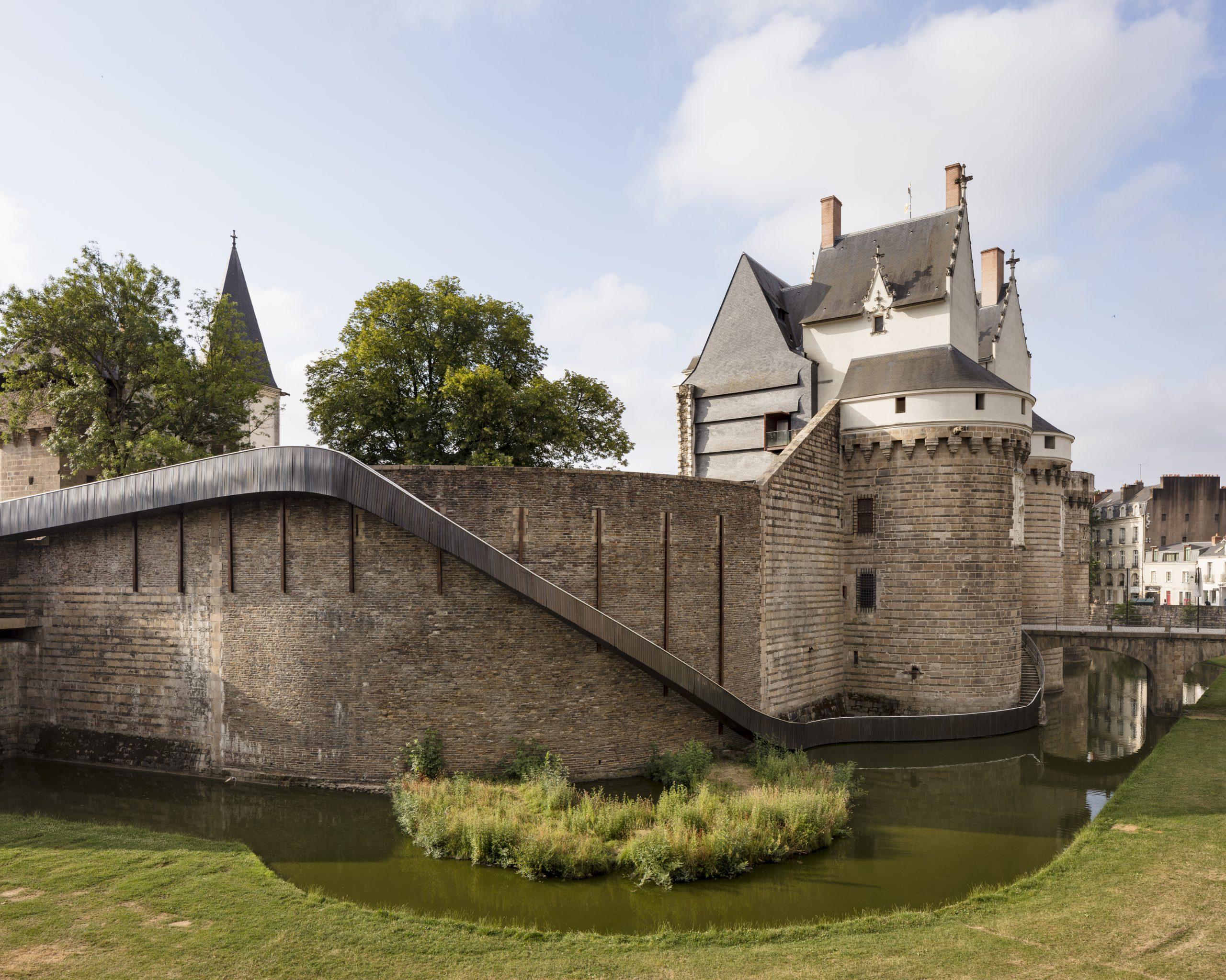 TACT-architectes-et-Tangui-Robert-Paysage-glisse-Chateau-des-ducs-de-Bretagne-Nantes-Voyage-a-Nantes-2017-©-Philippe-Piron